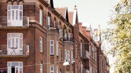 Bygning beliggende på Laurids Skaus Gade tilhørende ejerforeningen Brohus i 2200 København N