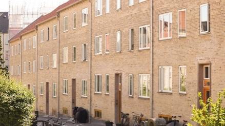 Bygning beliggende på Tomsgårdsvej tilhørende andelsboligforeningen Tomsgårdshuse i 2400 København NV